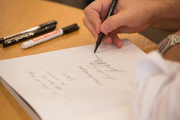 Les auteurs en signature